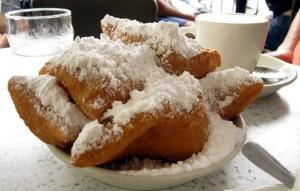 Cafe-du-Monde-New-Orleans-Beignets